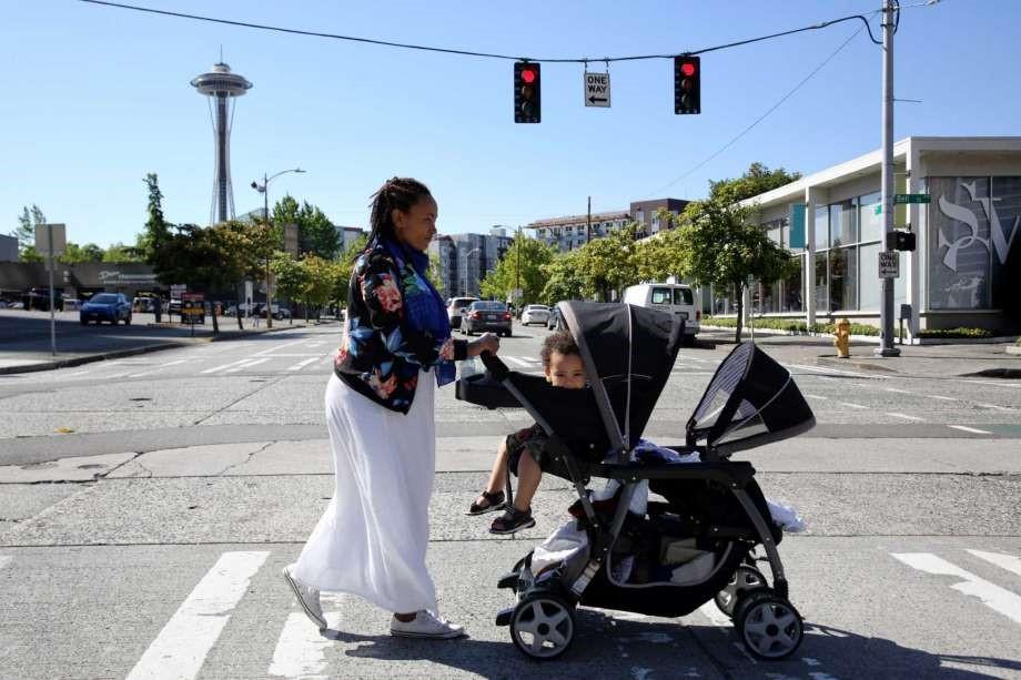 #SeaHomeless stroller PI credit Genna Martin